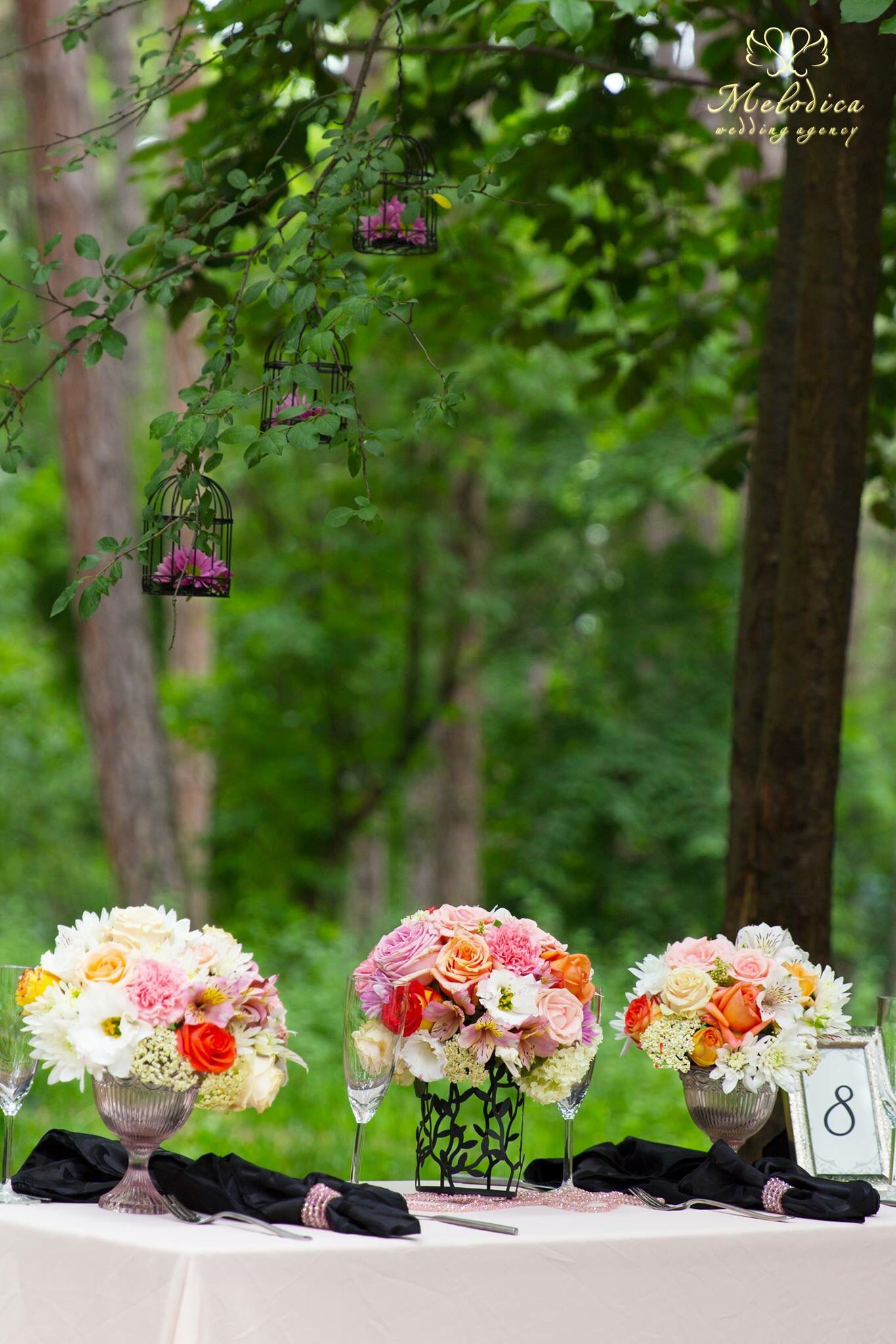 Outdoor in the woods wedding decoration by melodica wedding agency outdoor in the woods wedding decoration by melodica wedding agency junglespirit Image collections