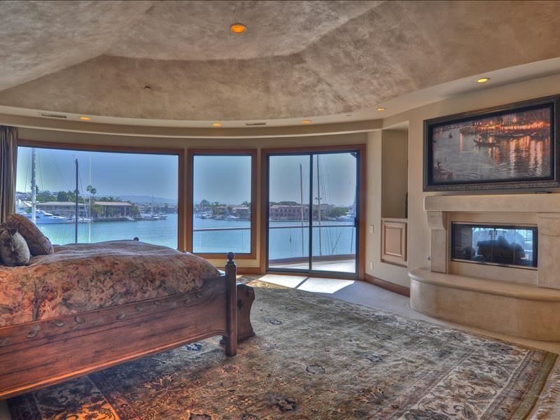 2832 Bayshore Drive Newport Beach Ca Usa 92663 Listed By Lee Ann Canaday Laguna Beach Real Estate Res Newport Beach Dream Rooms Office With Fireplace