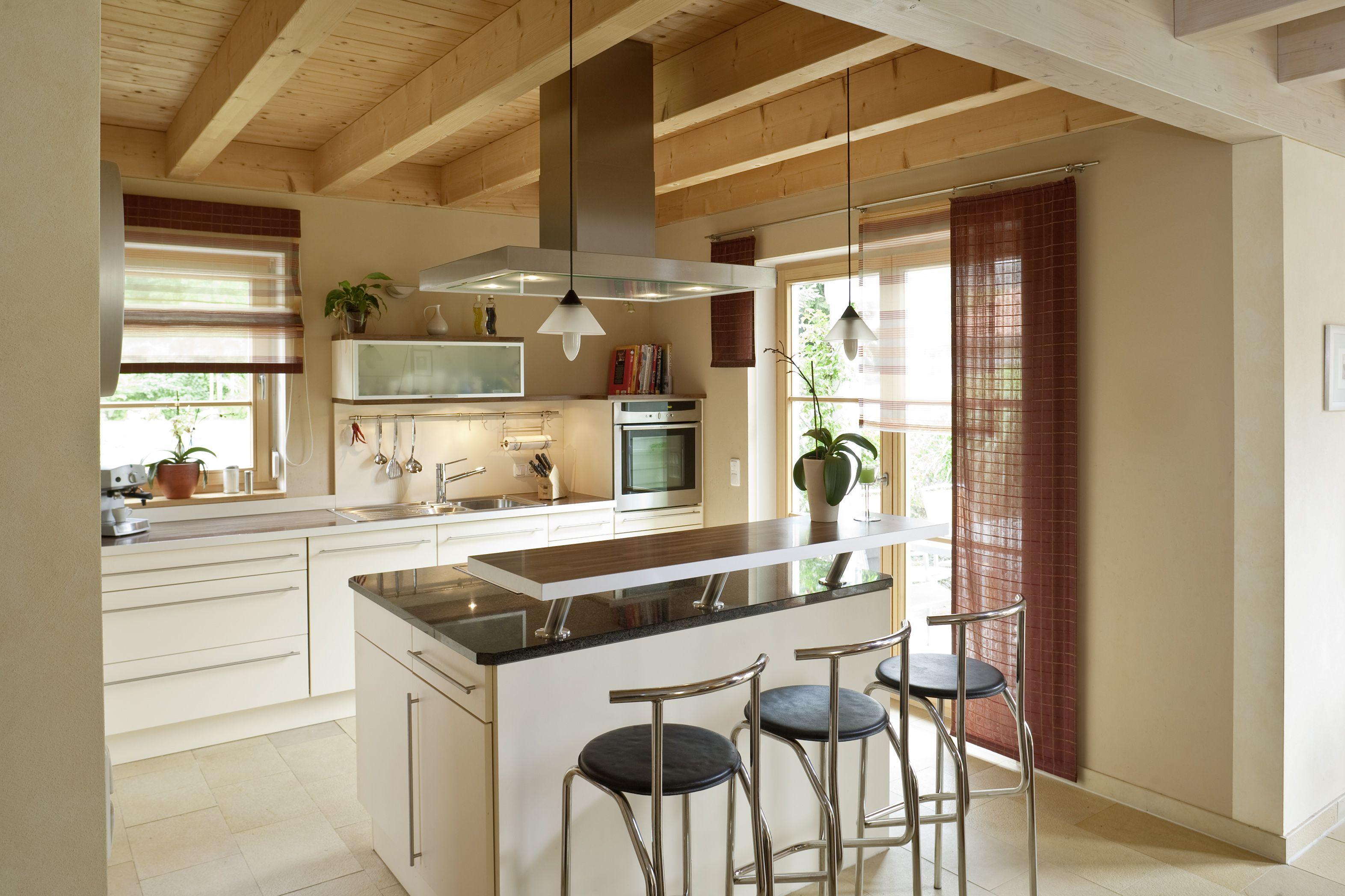 Offene Küchen Mit Tresen offene küche mit sichtdecke holzhaus holz hell offen tresen