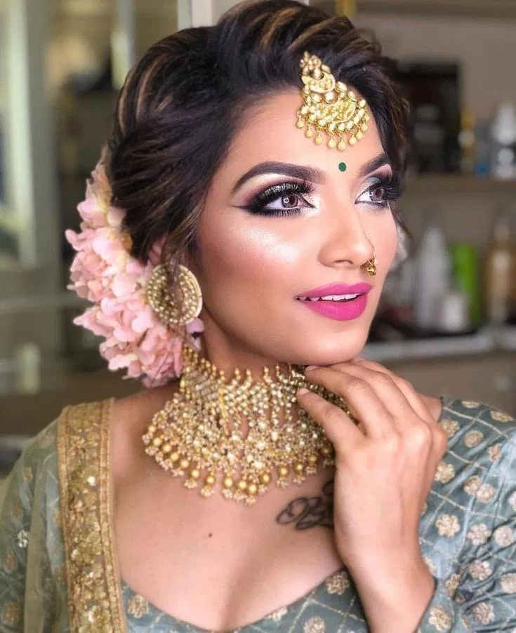 Pakistani Hairstyles Buns: Here Are Some Indian Bridal Makeup 32