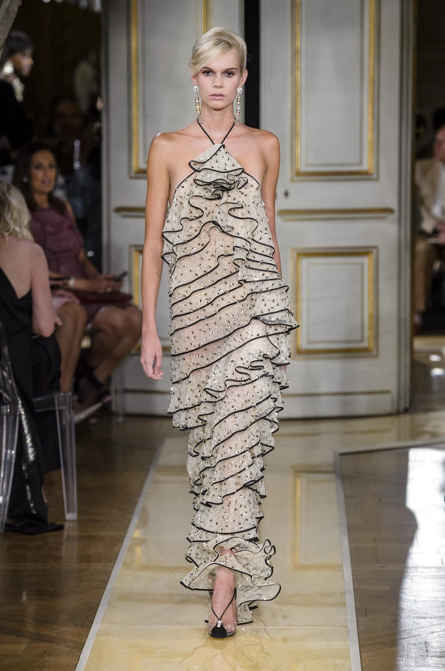 1db99839b42 Défilé Giorgio Armani Privé automne-hiver 2018-2019 Couture - Madame Figaro