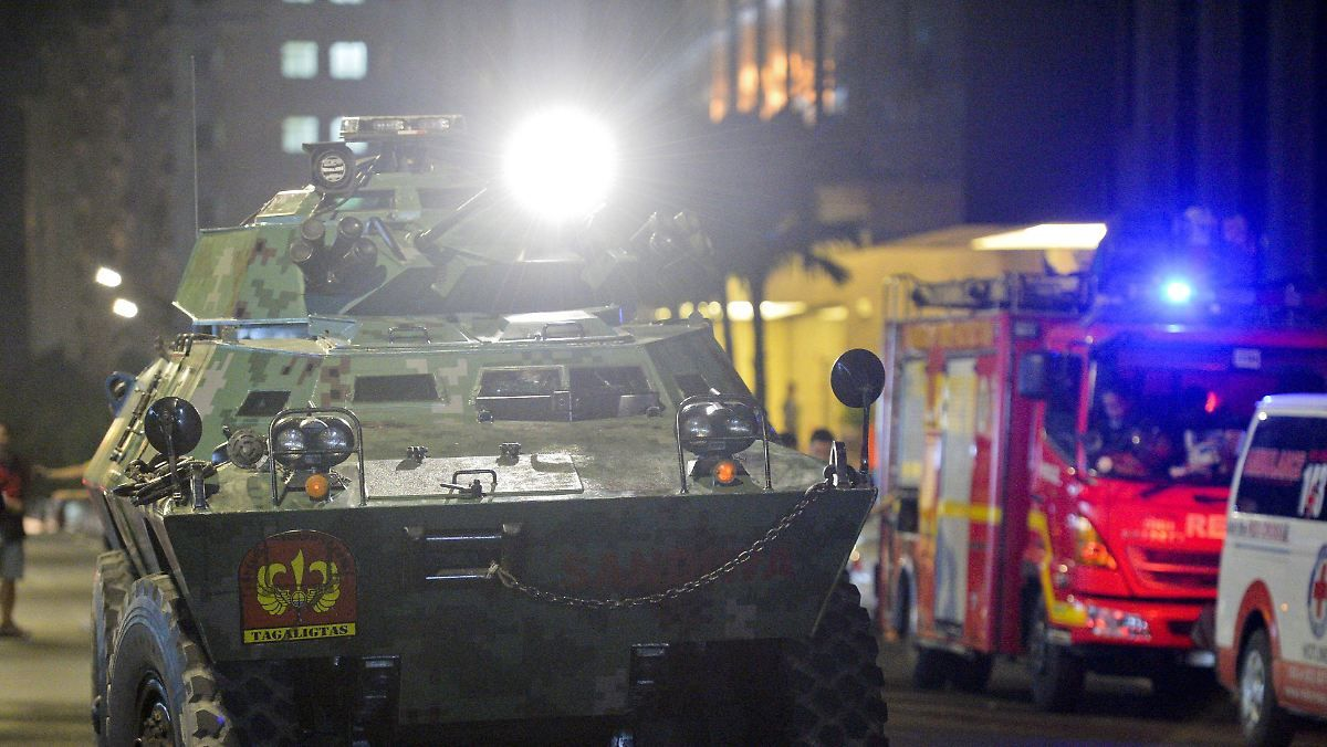 Schüsse und Feuer: 35 Menschen sterben bei Angriff auf Hotel- und Casino-Anlage in Manila