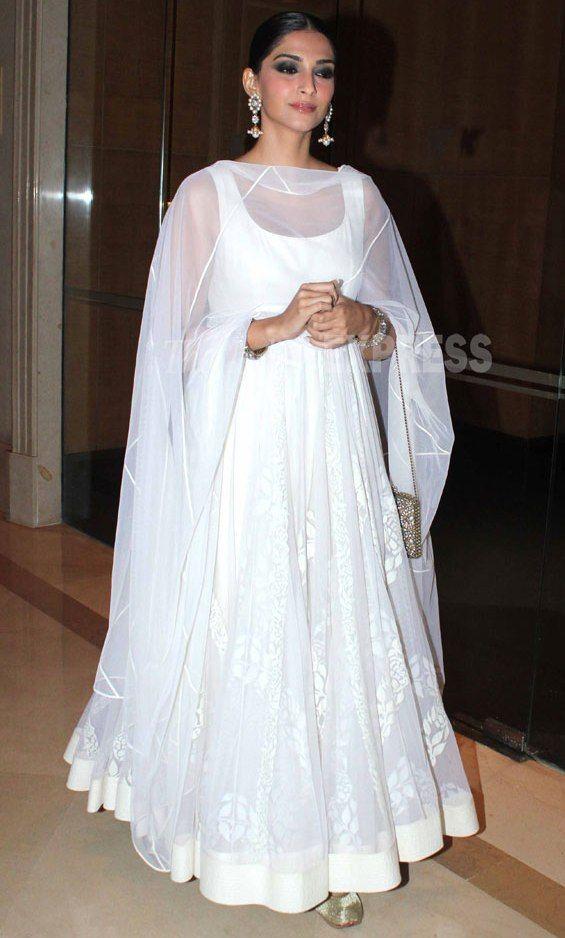 9be0d088b6d2 Sonam Kapoor in Designer White Floor Length Full Long Anarkali Dress of  Rohit Bal with Close Hair Style and Long Earrings