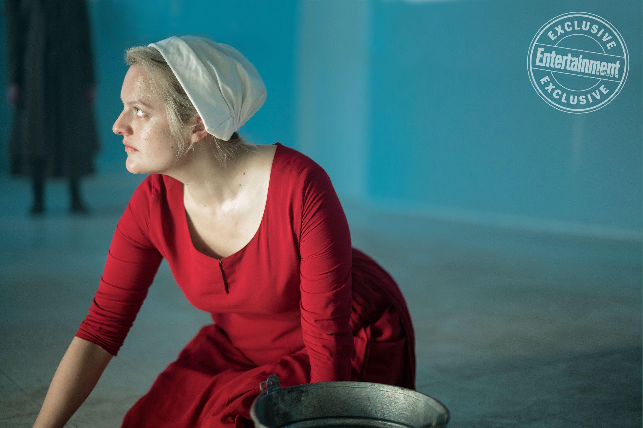 The Handmaid S Tale Cast Teases Season 3 You Have To Fight Fire With Fire The Handmaid S Tale Cast Elisabeth Moss The Handmaid S Tale Series
