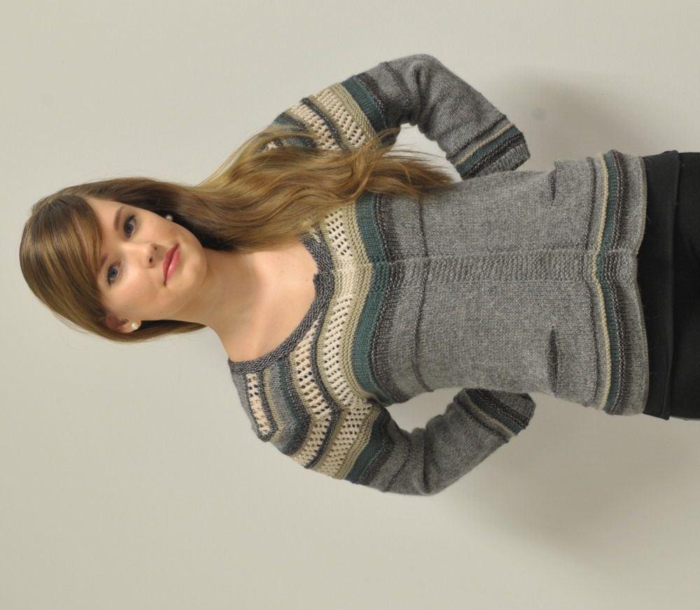 Knitted cardigan. Pattern in Swedish.