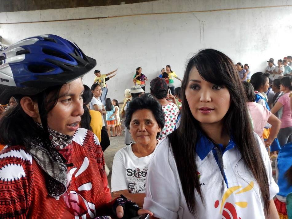 Lurah Susan dan Rani at Angkaw Village