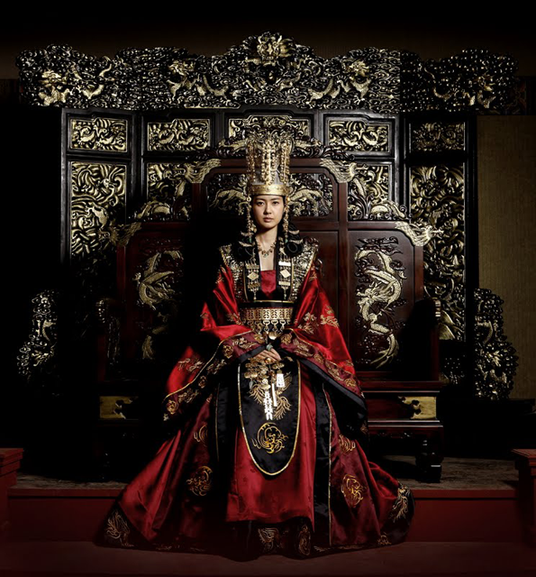 Would really want to try to royal hanbok from Queen Seon Duk.
