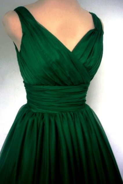 An Endearing Emerald Green Simple Yet Elegant 50s Style Cocktail