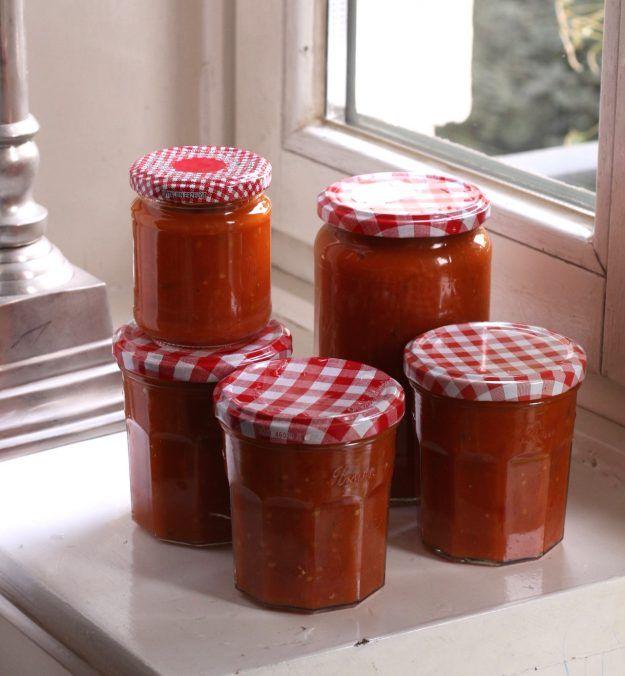 ein einfaches Rezept um Tomatensosse einzukochen