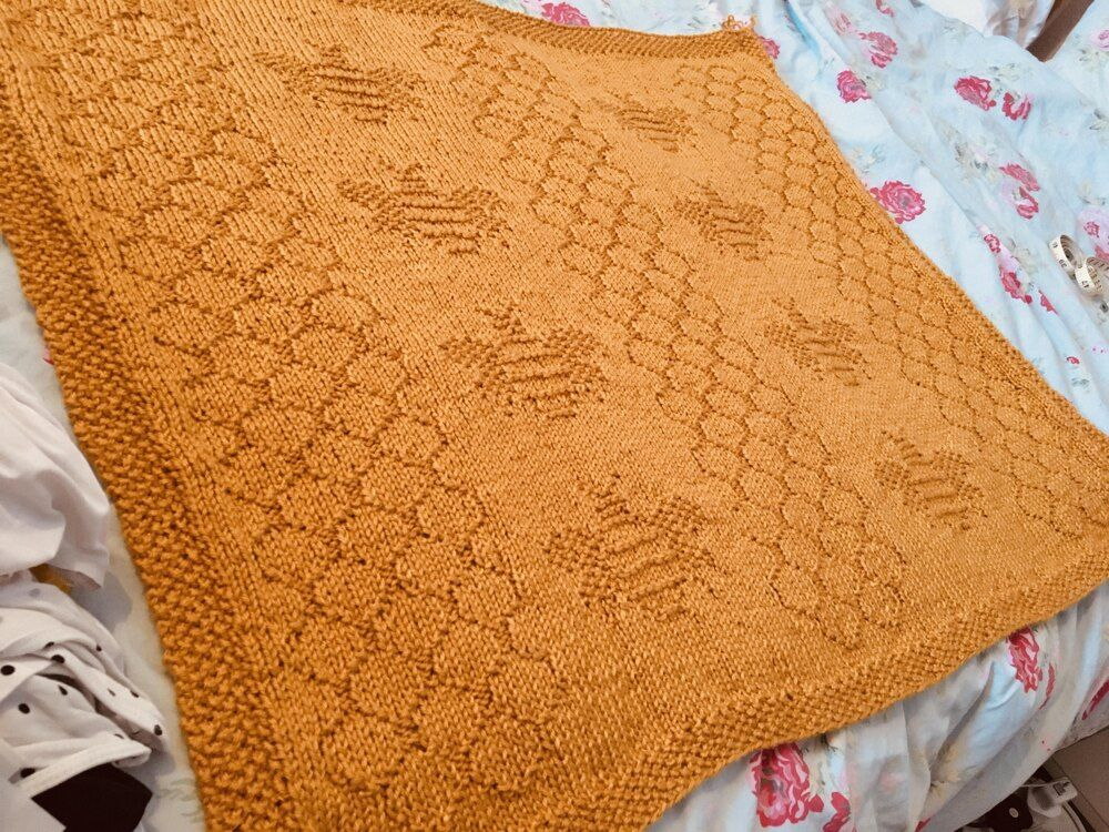 Bumble bee blanket knitting pattern by knit sew make in