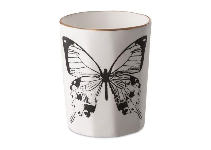 Kop i porcelæn med sommerfugl.