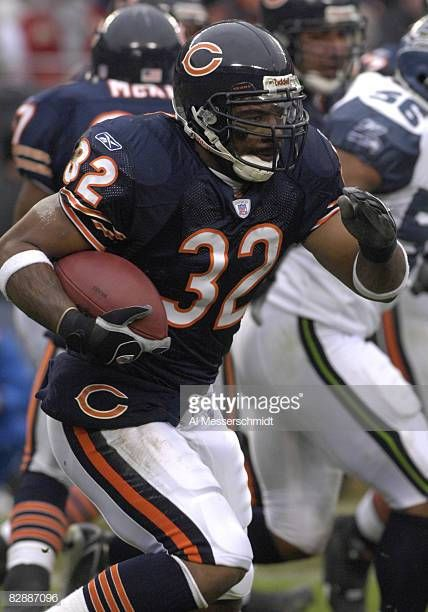 Chicago Bears Running Back Cedric Benson Against The Seattle Seahawks In An Nfc Divisional Playoff Game January 14 2007 In Soldier In 2020 Seahawks Stock Pictures Bear