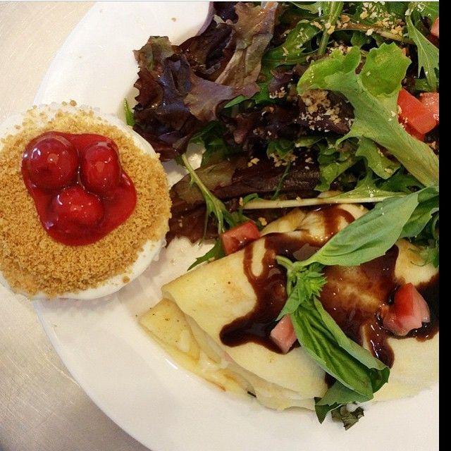 @SaraSaraCupcake LUNCH!  Yumola. Feast your eyeballs. #eatokc