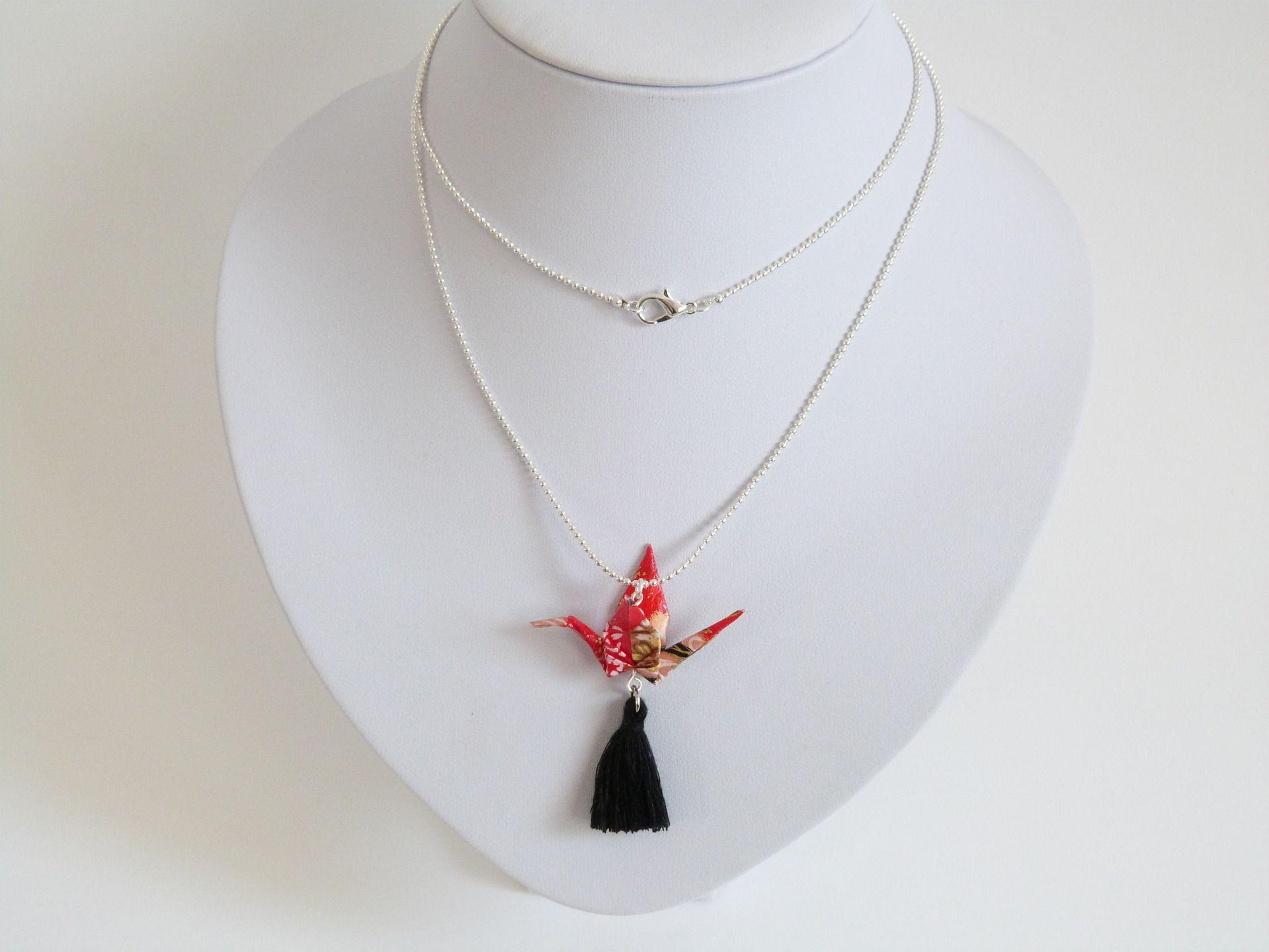 fr sautoir grue japonaise origami chaine microbilles papier washi rouge noir dore bijou origami. Black Bedroom Furniture Sets. Home Design Ideas