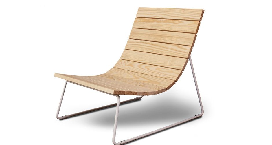 Exceptionnel The Plank Lounger Was Designed By Eric Pfeiffer With A Relaxed Outdoor  Lifestyle In Mind. Its Low Slung, Deep Pine Slats Are Structured Around A  White ...