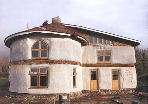 erstes lasttragende strohballenhaus houses pinterest strohballenhaus lehm und lehmhaus. Black Bedroom Furniture Sets. Home Design Ideas