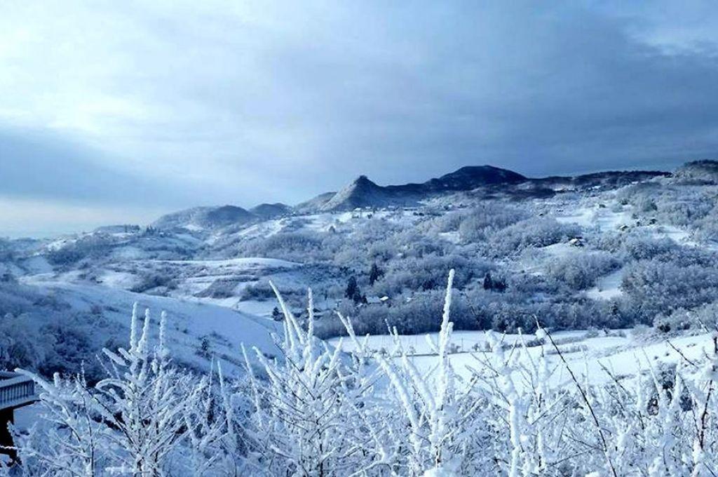 Zimski ugođaj, zimska idila snijeg, bjelina, mir i tišina