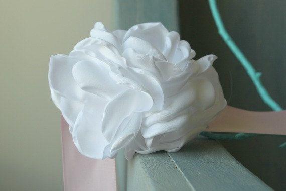 Pink and White Sash for Maternity Wedding por thelaughingprincess