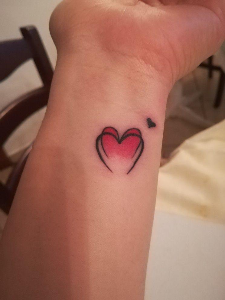 Tatuaggio piccolo e femminile, cuore rosso | Tatuaggi ...