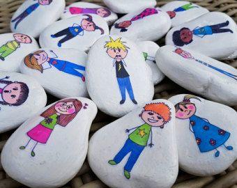 Hoe voel jij je vandaag? Aan de hand van deze vertelstenen kan een kind zijn emoties verwoorden. Set is ook goed te combineren met de basis set. Set bestaat uit 16 stenen en wordt in een bijpassend zakje geleverd.