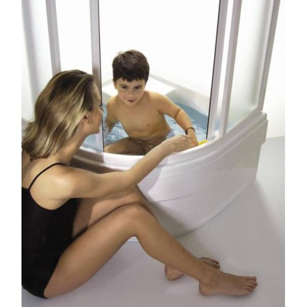 une solution astucieuse pour que les enfants puissent profiter du bain m me s 39 il n 39 y a la place. Black Bedroom Furniture Sets. Home Design Ideas
