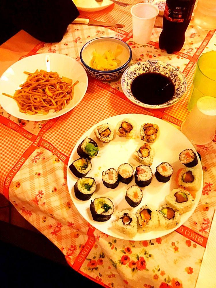 Essendo che #dedico la #domenica ad #amorecriminale & #sopravvisute #sentendomi #miomalgrado #parte di #entrambi .... la #dedico anche #ame #ordinando ciò che #piùmipiace : il #sushy Ordinato #comesempre da #chan #sushybar ❤️ #instafood #food #yummy #foodporn #foodie #cooking #igersgiappone #instamoment 💕