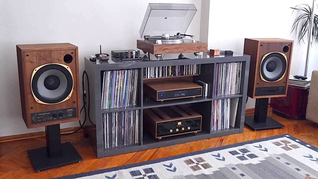 Hi Fi media storages and Hifi setup   Schallplatten aufbewahren ...