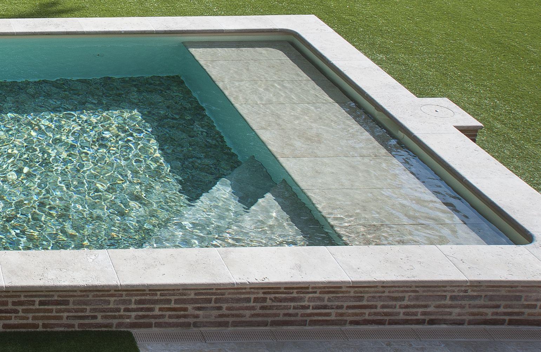 Piscine Beton Avec Plage Immergée l'escalier sur mesure par l'esprit piscine - plage immergée