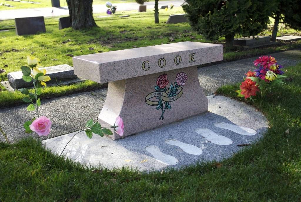 Unique Idea For A Granite Cemetery Memorial Bench For A Married Couple With Footprint Indents Memorial Benches Cemetery Headstones Bench Designs