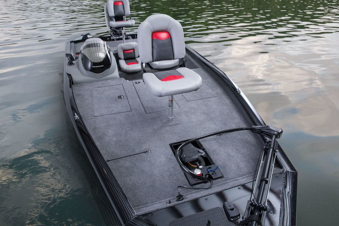 Tracker Pro Team 195 TXW Removable fishing seats fore and