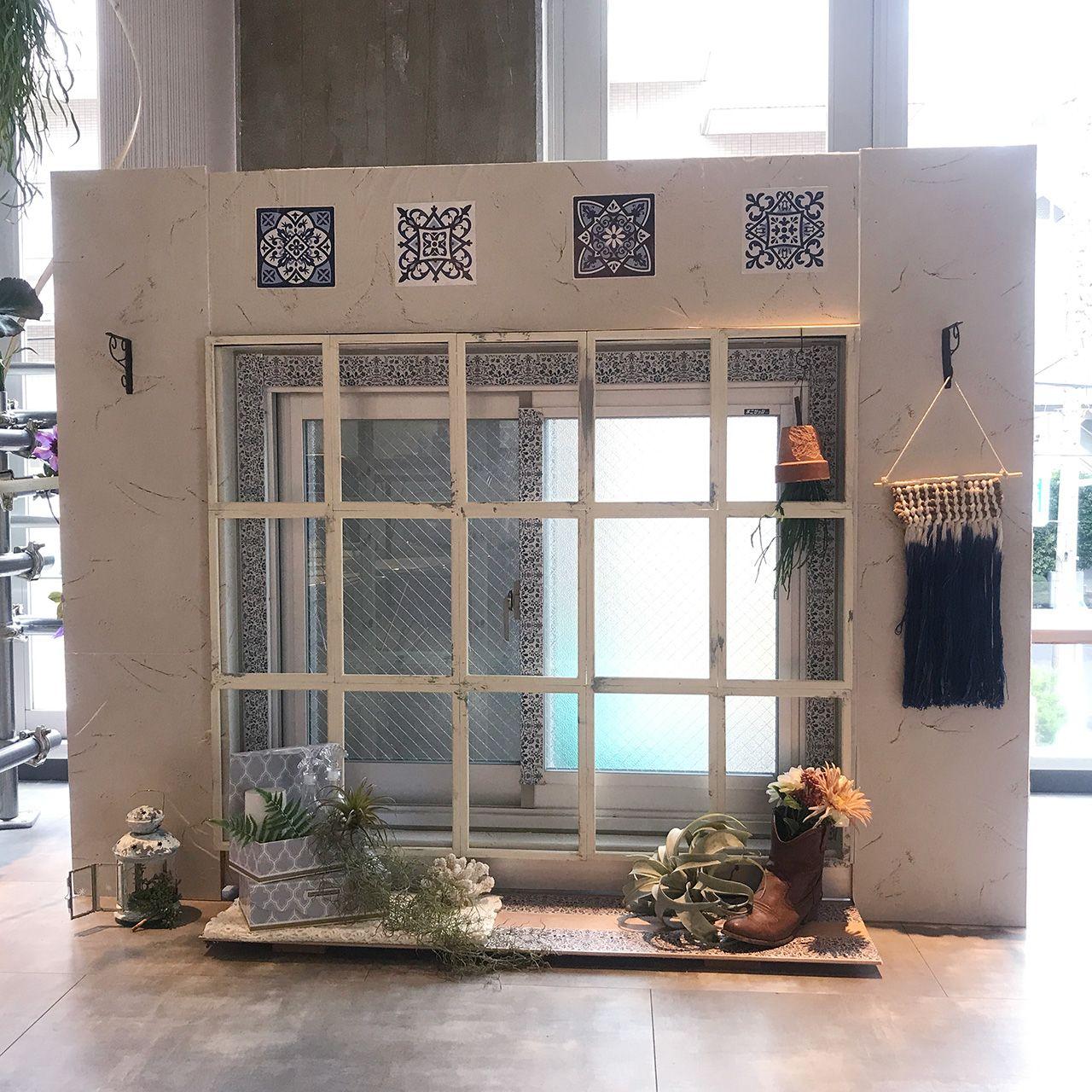 格子窓にブルックリン風 100均でできちゃう デコ窓 Diy Pr リビング インテリア 模様替え 格子 窓