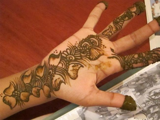 Mehndi Quotes Images : Most beautiful hands with mehndi and bangles nail polish in