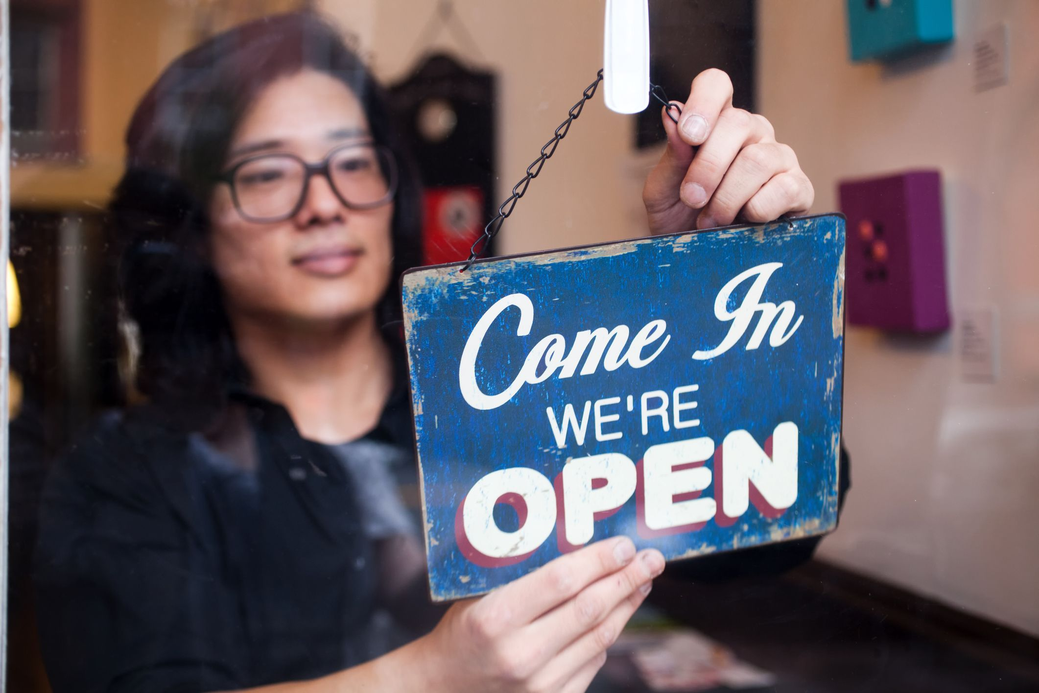 Small business marketing can be a daunting task if it's is not your forte.Before you delve in, there are several dos and don'ts to consider.