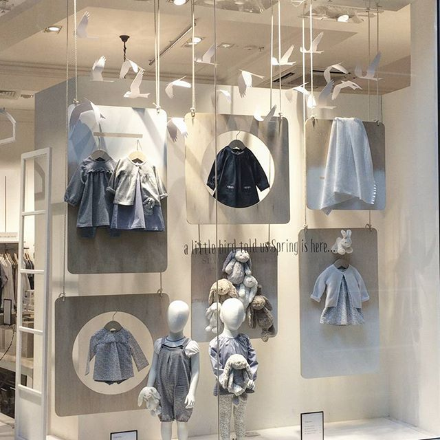 WEBSTA @ pompomstudiouk - Some more of the gorgeous paper birds we've recently produced for @thewhitecompany.... This time for their Little White window displays #littlewhitecompany #vm #visualmerchandising #retail #window #display #paperbirds #papercraft # paperart #vmprops
