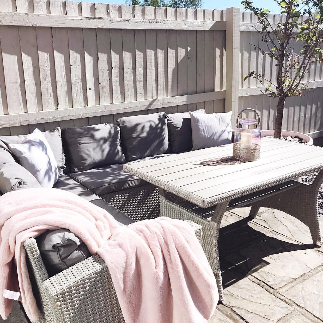 Garden Furniture Cream Grey Fences And Pink Decor Grey Garden Furniture Grey Fences Garden Furniture