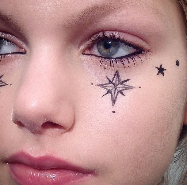 Drawing Stars On Your Face With Eyeliner Is The Most ...