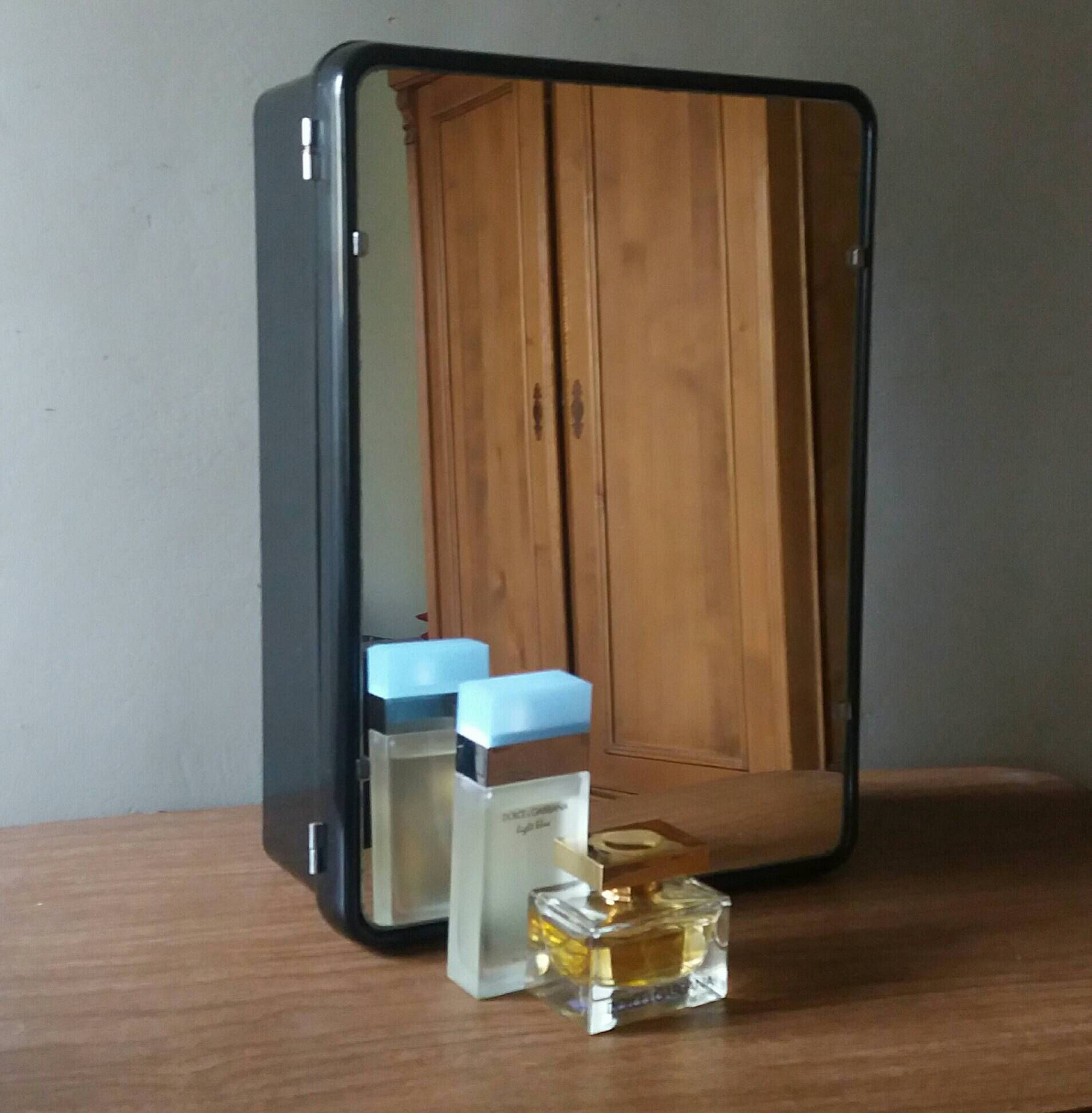 Bakeliet Medicijn Kastje.Mid Century Medicine Cabinet Bathroom Cabinet Medicine Cupboard