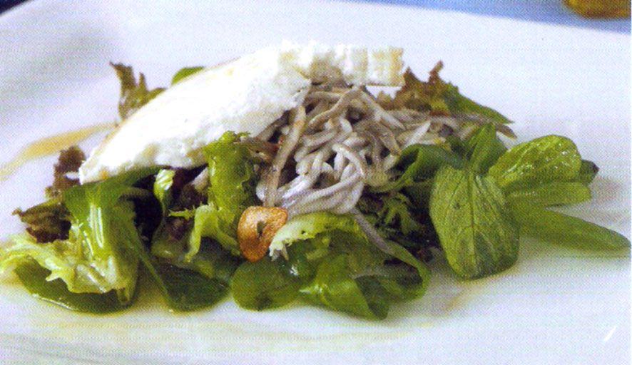 Receta de Gulas en ensalada en http://www.recetasbuenas.com/gulas-en-ensalada/ Prepara esta fantástica receta de gulas en ensalada de forma fácil y rápida. Un plato ideal para cualquier dieta por lo sano que resulta.  #recetas #Ensaladas #gulas