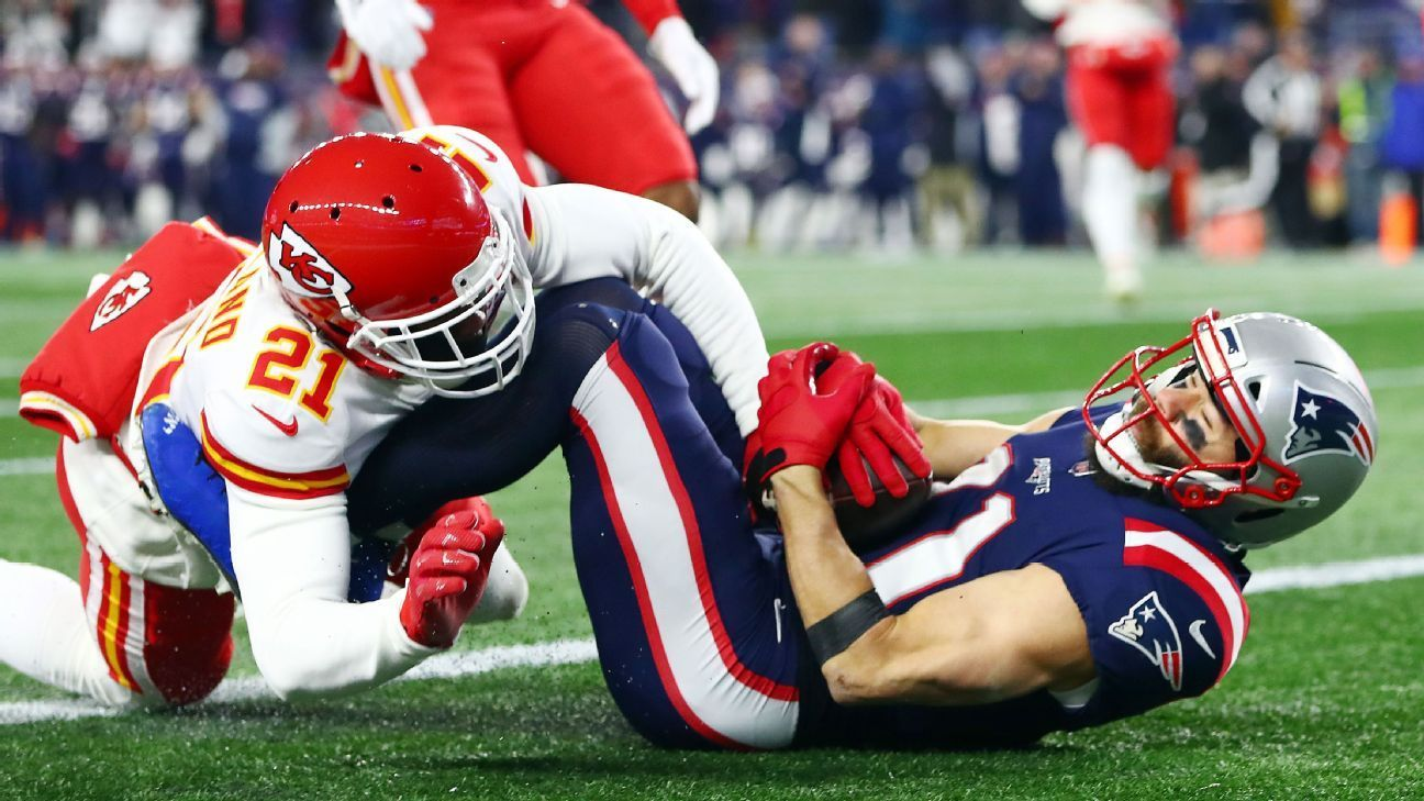 Patriots Chiefs Exchange Trick Plays In First Half Patriots Patriots Quarterbacks Julian Edelman