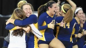 Aquinas Overcomes Early Struggles To Win State Title Fall Sports Volleyball Team Sports