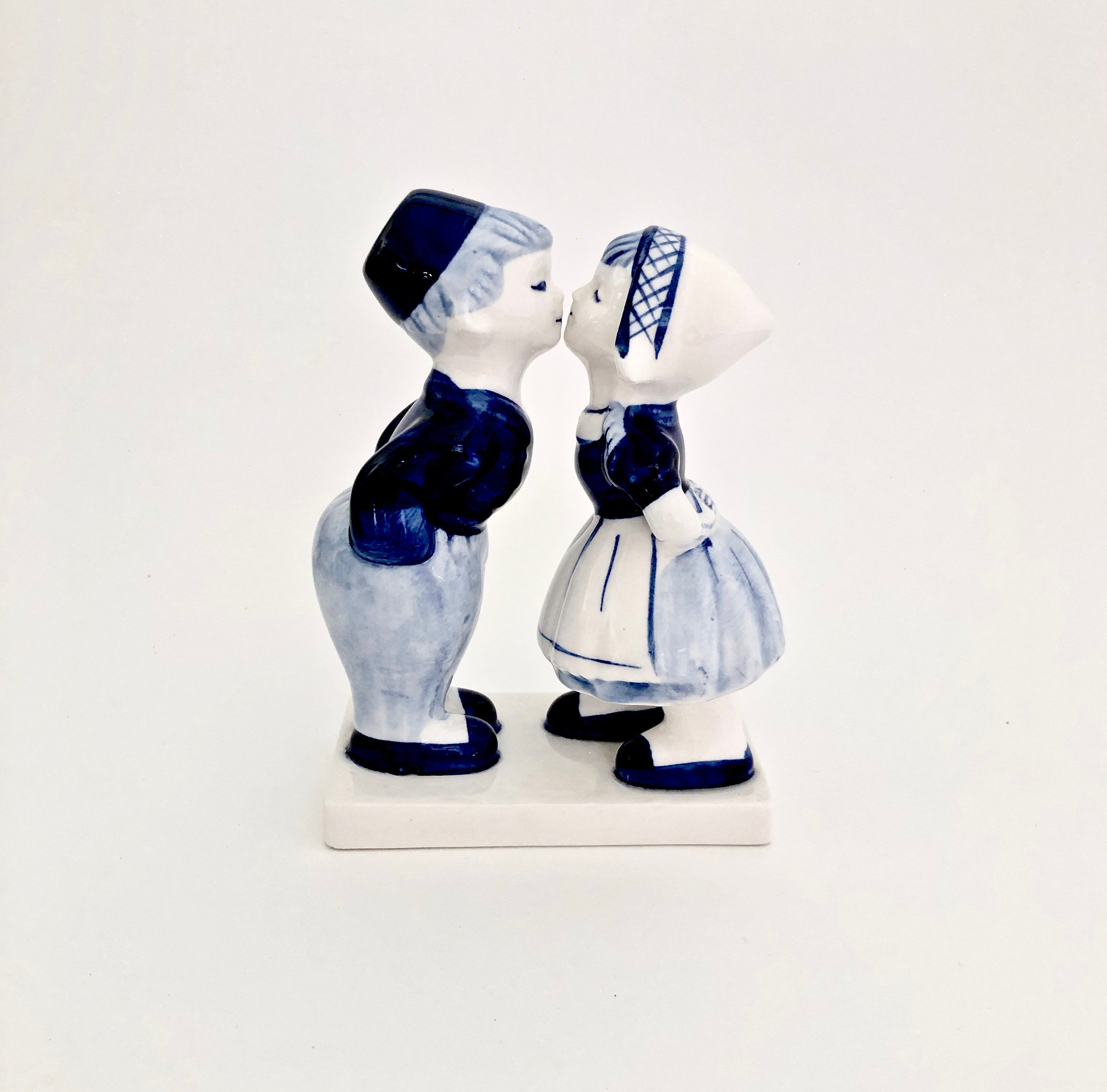 18th Wedding Anniversary Gift Ideas For Her: Delft Kissing Dutch Couple Figurine