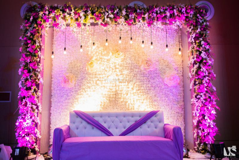 The most elegant indoor decor ideas we spotted in real weddings the most elegant indoor decor ideas we spotted in real weddings wedmegood junglespirit Image collections