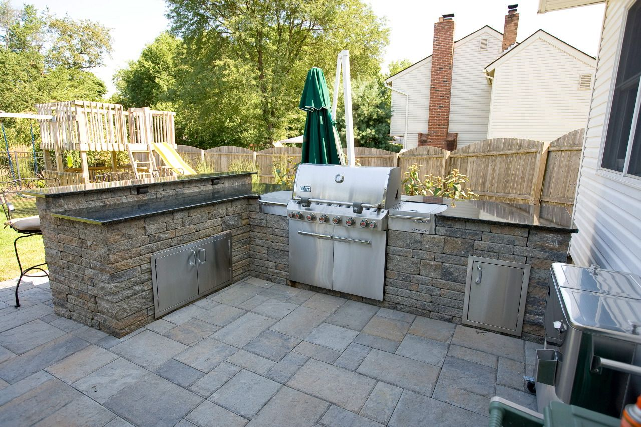 This Outdoor Kitchen And Bar Area Was Constructed With Techo Bloc Mini Creta Plus Wall Sys Outdoor Kitchen Design Backyard Landscaping Designs Backyard Kitchen