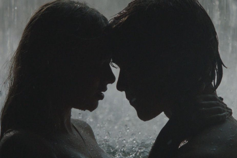 Blue Lagoon: The Awakening - Brenton Thwaites and Indiana Evans star in the remake of the iconic movie about a boy and girl shipwrecked on an uninhabited tropical island. #ETCanada http://www.globaltv.com/etcanada/video/movie+trailers/blue+lagoon+the+awakening/video.html?v=2247427874=5=dd#etcanada/video