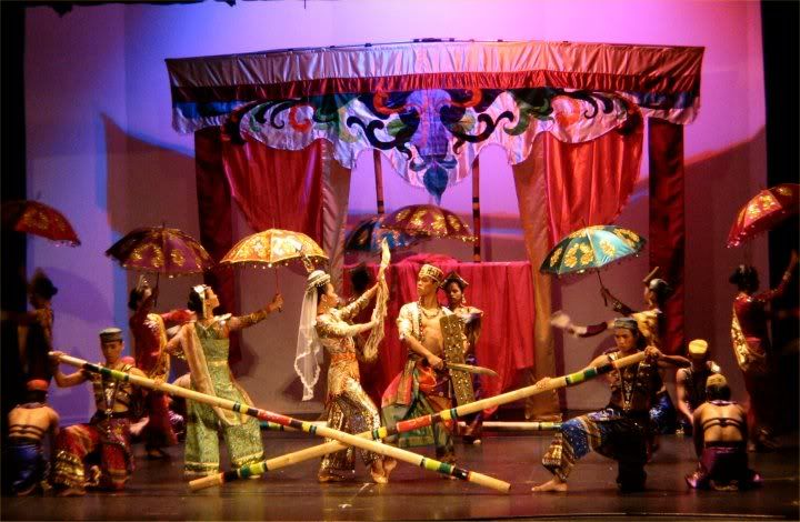 philippine folk songs and dances as Lesson title: appreciating philippine folk dances: the cariñosa, binatbatan,  and tinikling  you have speakers as the embedded videos contain music.