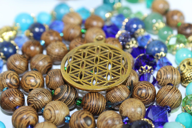 lebensblume* heilige Geometrie*mala*Edelstein Halskette*Lapis Lazuli*meditation*Sandelholz*Yoga*energy von MoONAmasteWithLove auf Etsy