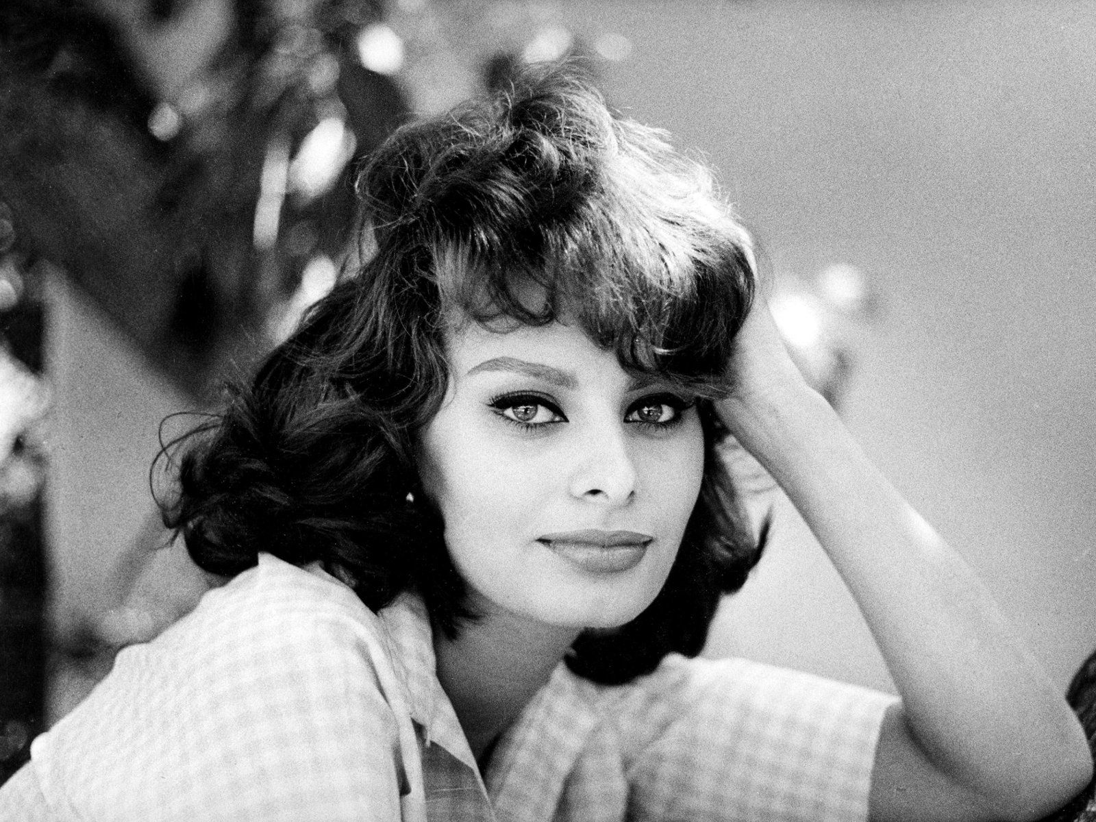 Beauty is how you feel inside, and it reflects in your eyes. It is not something physical.  --Sophia Loren