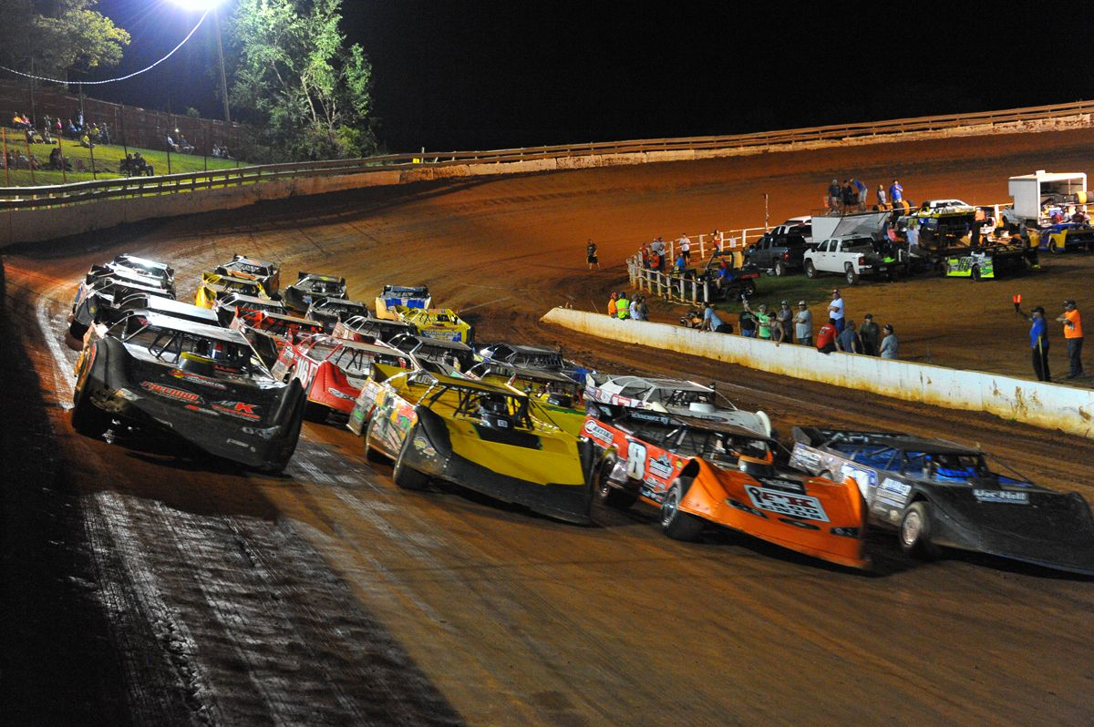 Pin By Xceleration Media On Onedirtcom Dirt Track Racing Action