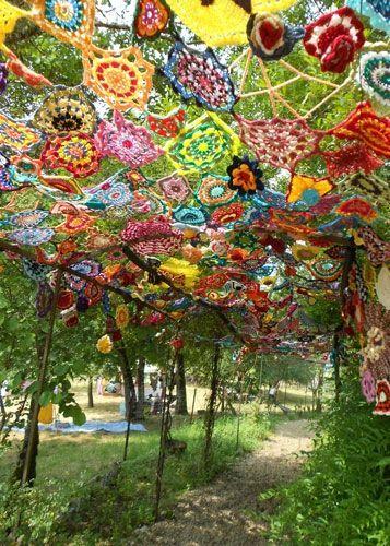Décor in weekend  le lot et la laine   yarnflowers is part of Yarn bombing -