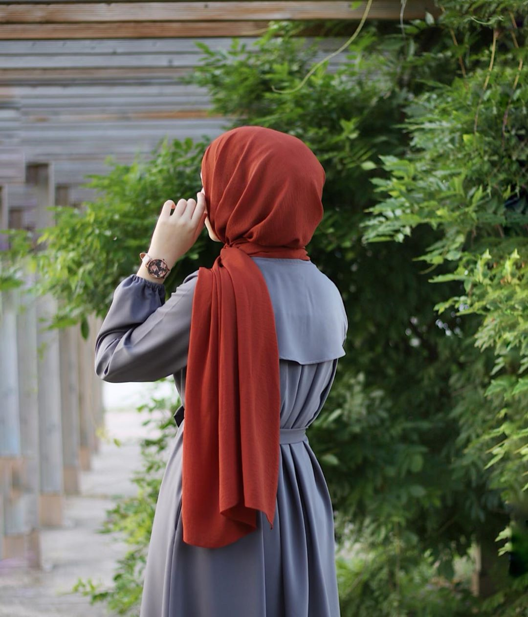 Image May Contain One Or More People People Standing And Outdoor Hijab Hipster Beautiful Hijab Hijab Fashion